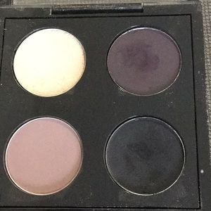 4 MAC eyeshadows in case